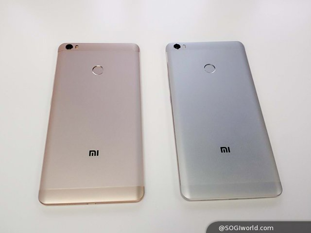 小米科技今日(5/10)在中國北京推出了旗下屏幕最大的手機小米 Max 以及全新 MIUI 8。小米 Max 采用 2.5D 玻璃 + 金屬機身的設計,整機厚度僅 7.5mm,正面采用對稱式設計,配備了 6.44 寸 1080P 超大顯示屏幕,并且使用三枚觸控感應鍵,其指紋識別傳感器設在機身背部。規格方面,小米 Max 搭載了高通驍龍 650 / 652 處理器、Adreno 510 GPU,3 / 4GB RAM,以及 32 / 64 / 128GB ROM 內建儲存空間,配備 500 / 1,600