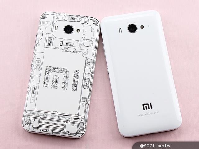 頗具科技感的小米手機2S背蓋