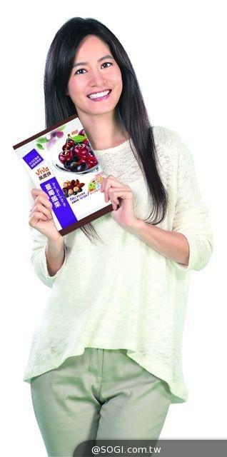 Janet包包裡的小秘密?「萬歲牌蔓莓纖果」忙碌中美麗加分