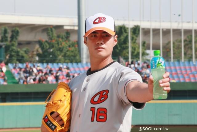 熱血棒球當紅,舒跑力邀旅美大聯盟王牌投手陳偉殷代言
