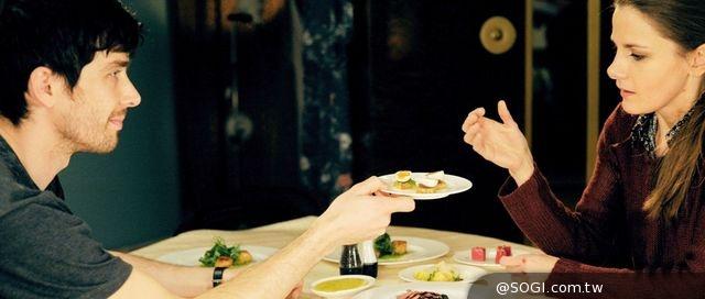 茉莉法醫露易絲‧布瑞莉《美味不孤單》為戲而脫 全裸入鏡
