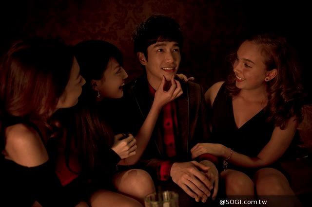 張世打造推理《活路》!偵探女王楊謹華學抽菸、劉以豪首登酒店辦案