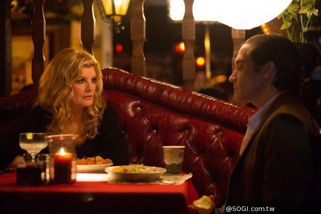 《獨家腥聞》傑克葛倫霍驚喜現身美國電影特映會 與粉絲自拍展親民