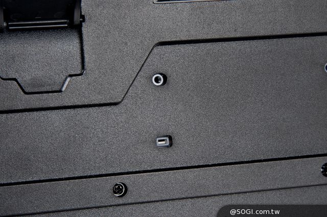 Tt eSPORTS挑戰者「三色炫彩背光版 薄膜式電競鍵盤」