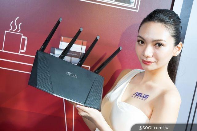 華碩ROG  、GR8電競桌機稱霸資訊月 全面啟動輕奢華電競時尚