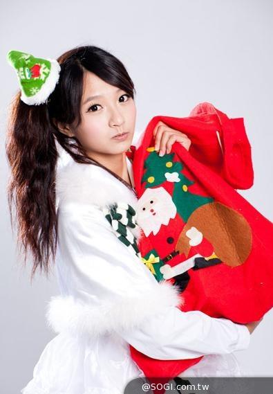 華人第一美少女許雅涵「聖誕咩裝」清涼超級賽亞人