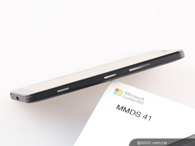 Win10最强旗舰机 微软Lumia 950开箱评测
